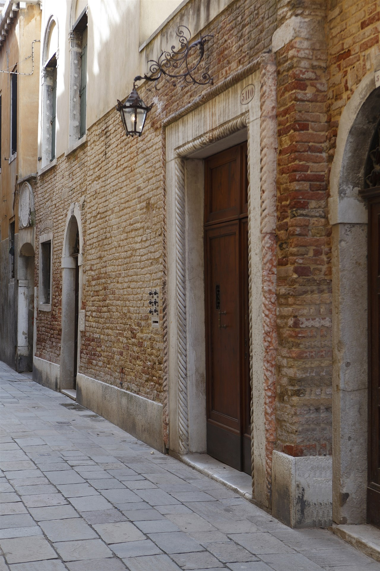 04-The-entrance-of-the-16century-Venetian-Palace